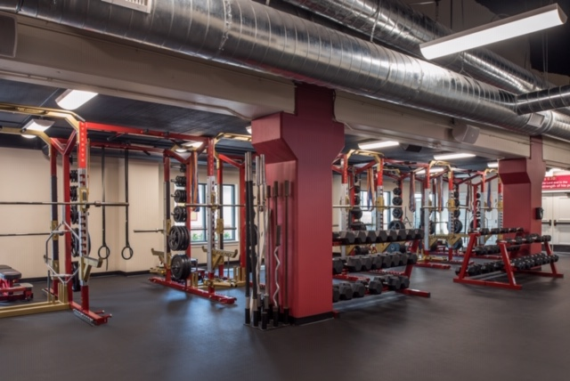 Large fitness area with machines