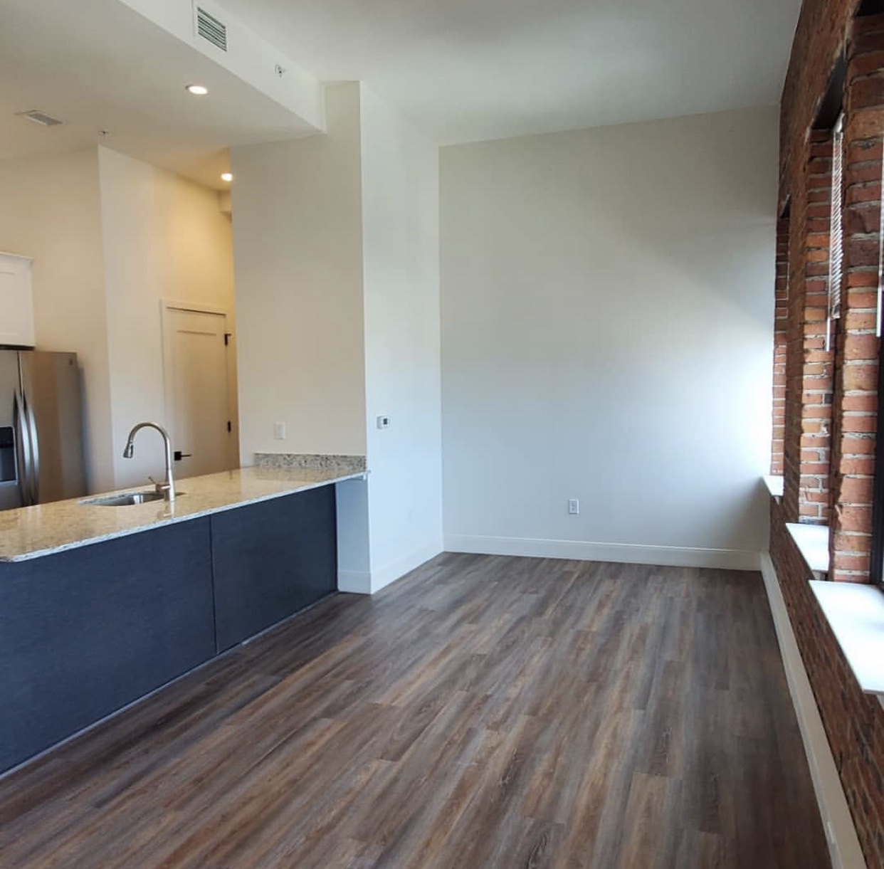Apartment with counter